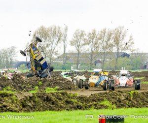 Autocross Pieterzijl; racegeweld op gladde leembaan.