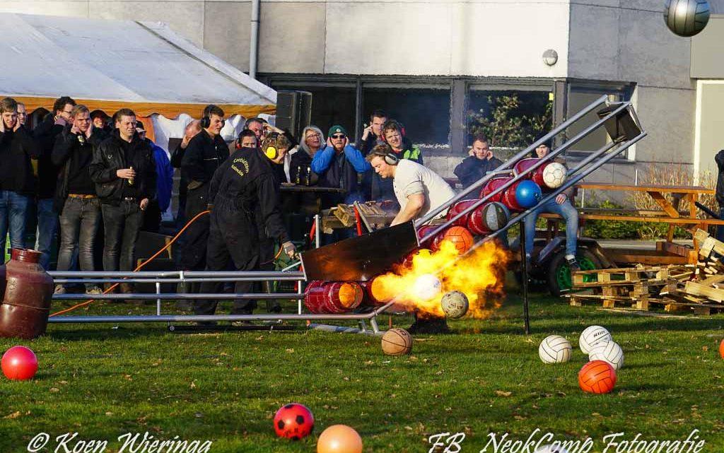 2019-12-31 Carbidteam Rowol sluit het jaar af met donderend carbidgeweld.