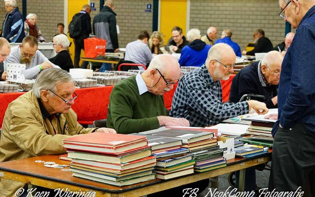 2020-02-15, Roden: Druk bezochte Postzegelmanifestatie NOORD 2020 in Sportcentrum De Hullen.