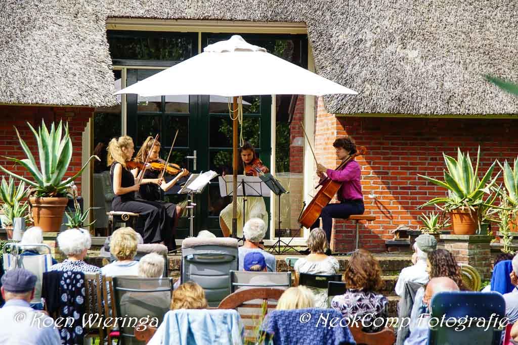 2020-07-19 Tuinconcert door het Calure Kwartet op Landgoed De Hellehof in Nietap.