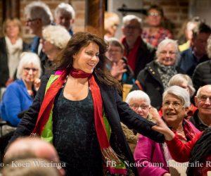 Ellen ten Damme speelt bomvolle Catharinakerk in Roden plat.