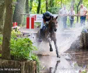 """Paardensport """"Eventing"""" in de bossen bij Norg; De Waterbak."""