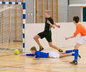 2e editie Boarding- en zaalvoetbaltoernooi (foto's JO17)in Sportcentrum De Hullen te Roden.