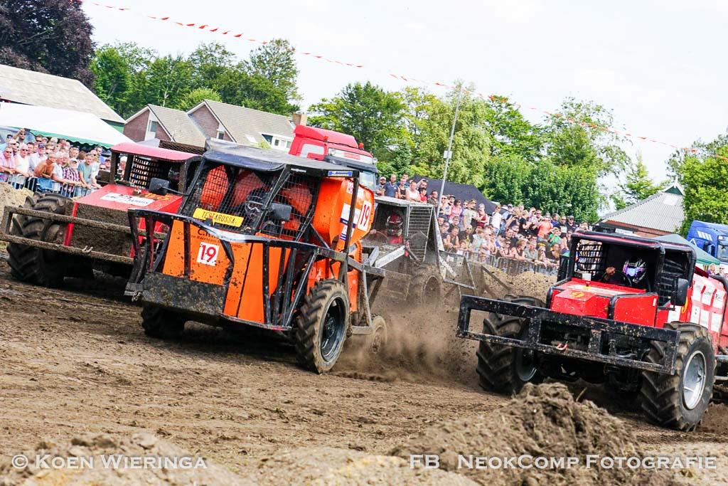 Altijd spektakel bij NK Combinerace en autocross in Yde-De Punt.