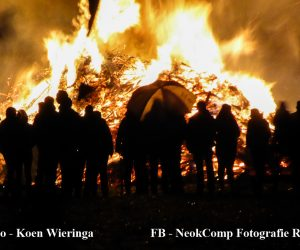 Paasvuur Poolswijk 2017 (Nieuw-Roden). Hier brandt de kachel.